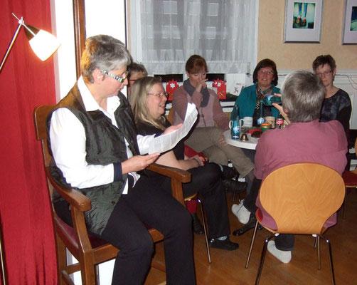 Dorothea lasen lustige Geschichten zur Weihnachtszeit.