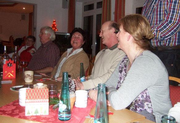 Und zum Schluss singen einige das Lied vom 'Nikolaus komm, komm in den Garten ...'