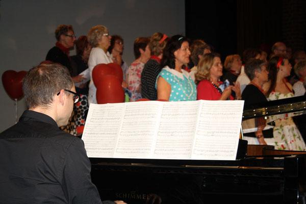 ... und Johannes Freiburg am Klavier