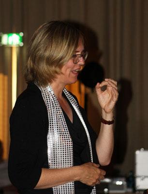 Chorleiterin Sigrid Hartmann