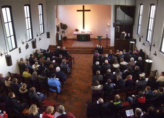 Die voll besetzte Christuskirche
