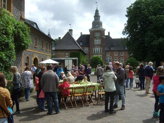 Auf Schloss Sandfort fand ein Familientag mit Rundumversorgung statt
