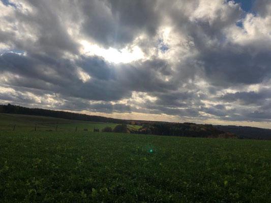 Wolken können faszinierend sein - Gesundheitswanderung rund um Limbach