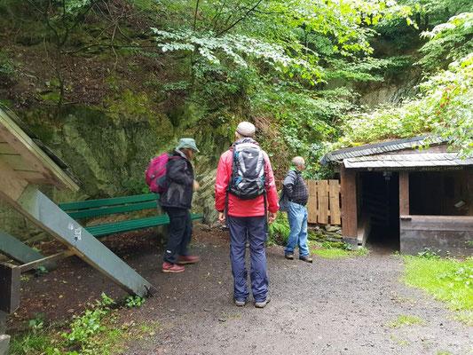 Infos an der Grube Assberg in der Nähe von Limbach und ausgebaut vom KuV Limbach in liebevoller Arbeit