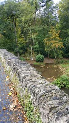 alte Steinbrücke Abtei Marienstatt - neu saniert / hierüber führte bereits 1478 ein alter Handelsweg von Köln
