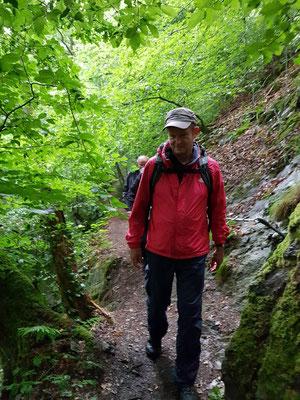 unterweg mit der Wandergruppe längs der kleinen Nister