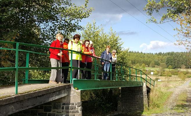 Kurzer Halt auf der Nisterbrücke, an der Nistermühle (ehemalige Wasser- und Bannmühle)