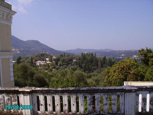 Blick vom Garten des Achilleion Richtung Korfu-Stadt