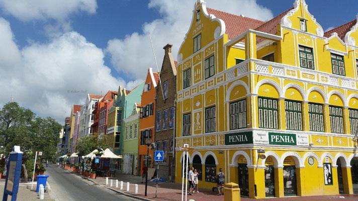 Das Penha-Haus ist das bekannteste Gebäude der Insel. Auf zwei Stockwerken befinden sich Parfümerien, Kosmetik- und Bekleidungsgeschäfte.