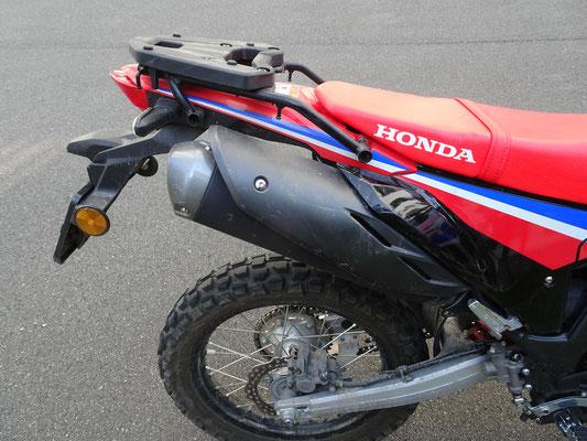Auspuff wird heiss - Motorglobe Motorradtest Honda CRF300Rally