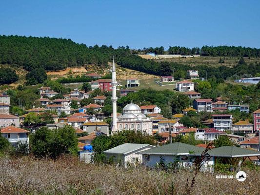 In den meisten Religionen sind die Gebetshäuser das grösste Gebäude im Dorf
