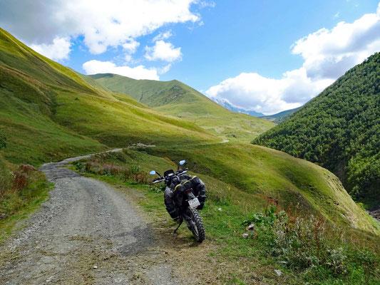 Hinauf zum Zagari Pass