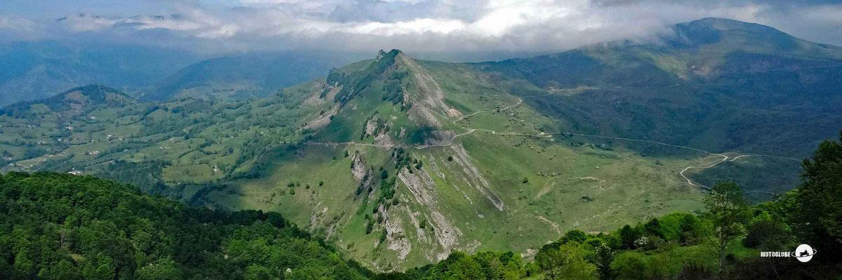 Glück gehabt und auf der Passhöhe des Col du Soulor drückt die Sonne durch