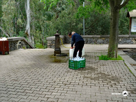 Hier versorgt sich die lokale Bevölkerung mit Trinkwasser