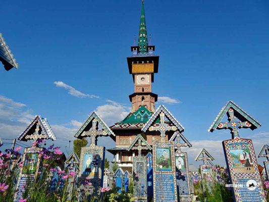 Der fröhliche Friedhof von Sapanta mit seinen blauen Kreuzen