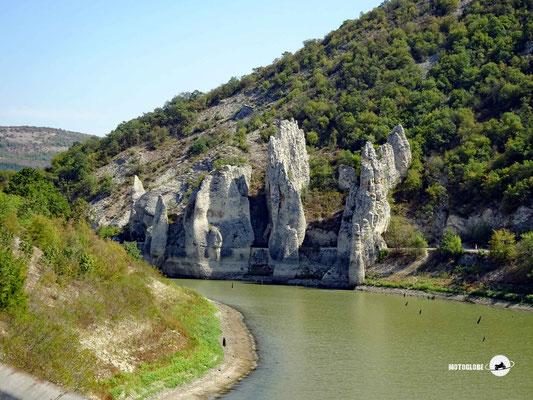 Die Wonderful Rocks am Tsonevo Stausee
