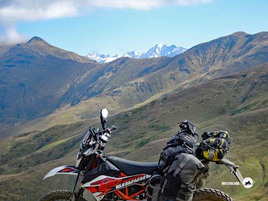Das Panorama auf den grossen Kaukasus