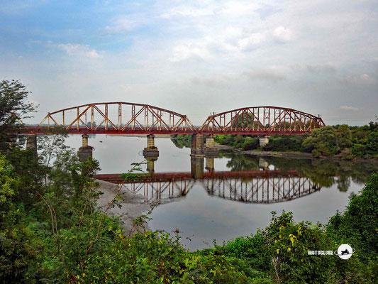 Eisenbahnbrücke über den Chakvistskali Fluss