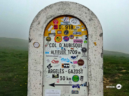 Auf der Passhöhe des Col d'Aubisque wartet dichter Nebel
