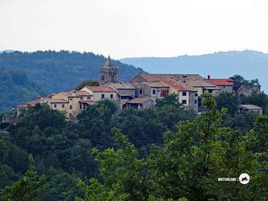 Das Dorf Hum
