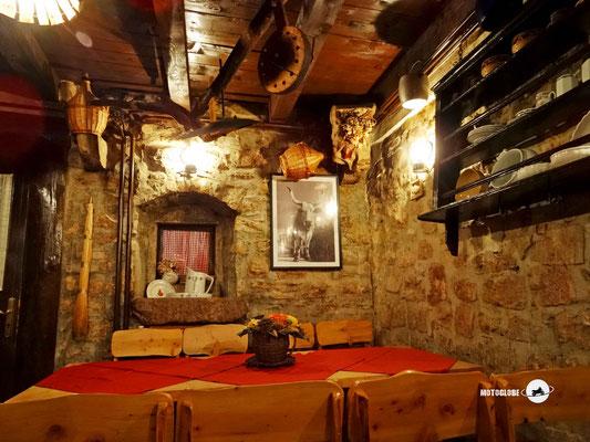 Das urchige Restaurant unserer Unterkunft in Gracisce