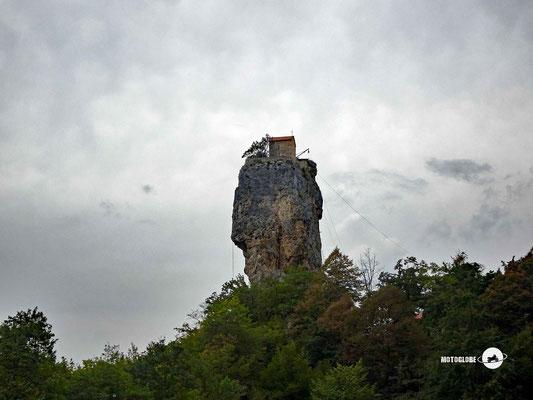 Die Kazchi-Säule, wo lange Zeit hoch oben ein Einsiedler lebte