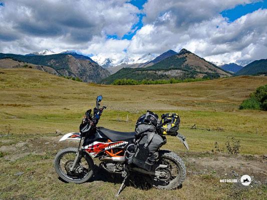 Die Bergkülisse des grossen Kaukasus
