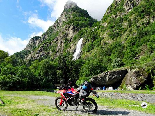 Wasserfall de la Pissevache - Motoglobe Motorradtest Honda CRF300Rally