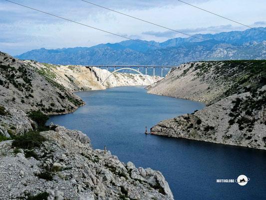 Blick auf die Maslenica Brücke