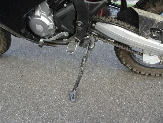Seitenständer fühlt sich instabil an - Motorglobe Motorradtest Honda CRF300Rally