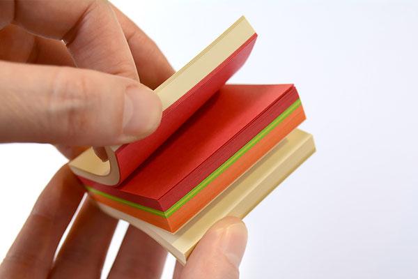 食パン箱入りサンドイッチブロックメモ帳 サンドイッチをイメージした色の組み合わせ