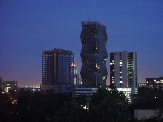 Blick auf die Skyline von Nairobi bei Nacht