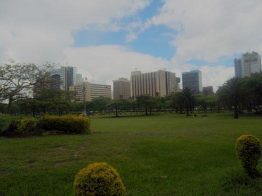 Uhuru Park und Blick auf die Skyline in Nairobi