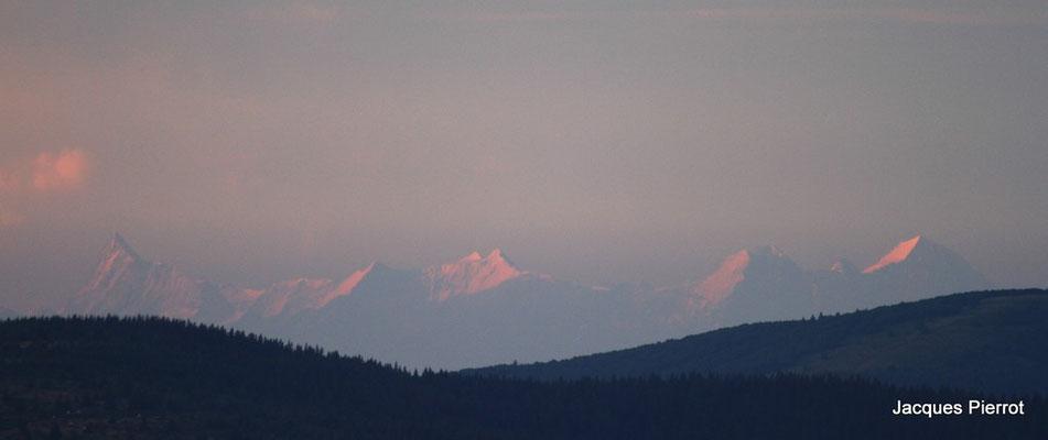 Le 16/07/2011. La chaine des Alpes vu du Hohneck.