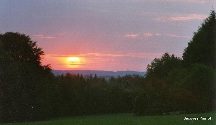 Lever de soleil à Harsault.   ( Vosges )