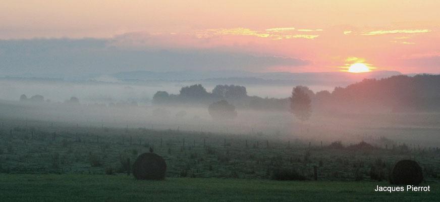Lever de soleil à Dignonville.  ( Vosges )