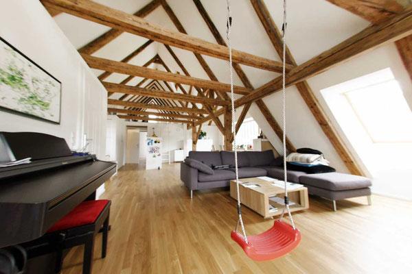 Sanierung Dachstuhl Balken offenes Wohnen ©2019 Welte Architetkur