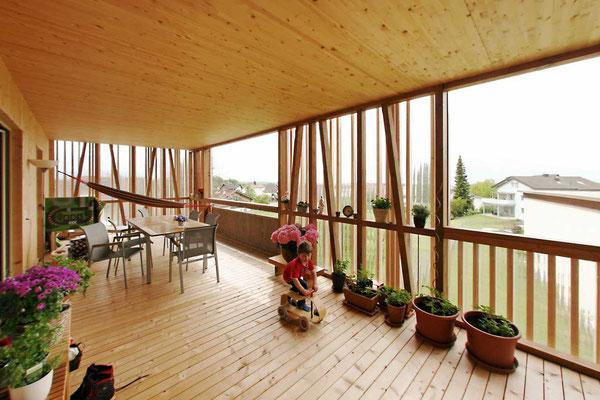 Überdachte helle Terrasse  ©2019 Welte Architetkur