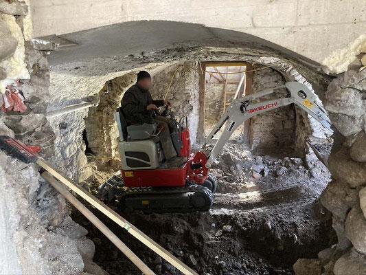 Gewölbekeller Kleinbagger Kellersanierung Unterfangung