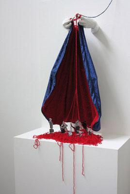 Voll der Gnaden, 2017. Stoff, Kunststein, Wolle u.a. Materialien
