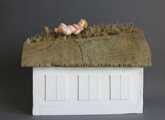 Himmelskind, 2012. Holz, Dispersionsfarbe, Pappe, Kunststofffigur, ca. 20,5 x 26 x 10 cm.