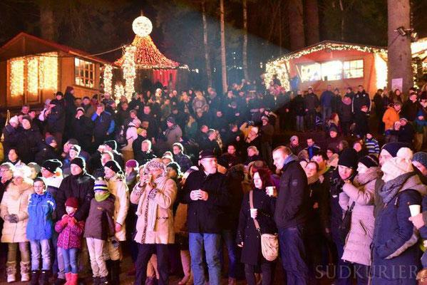 Triberger Weihnachtszauber 2016 - ein sehr dankbares Publikum bei minus 3 Grad