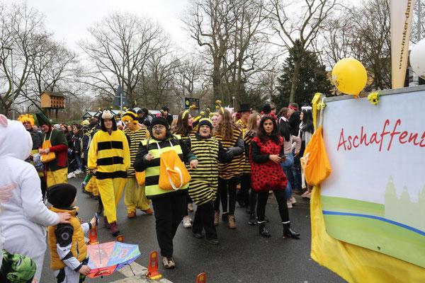 Viele Bienen...und ein Marienkäfer