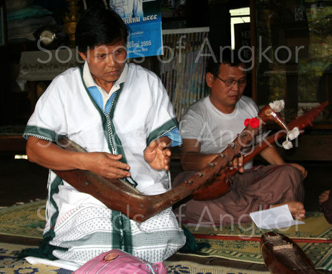 Harpe karen à tête d'oiseau. Myanmar.