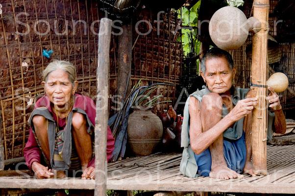 Cithare idiocorde à double résonateur en calebasse. Ratanakiri. photo © Gul Chotran.