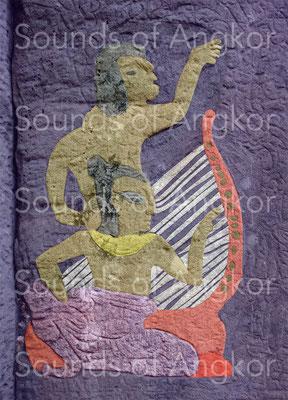 Bayon. Harpiste et chanteur.euse sur un pilastre.