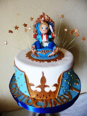 Торт на Годик для маленького принца. Внутри ванильный шифоновый бисквит, сливочный крем-брюле с маскарпоне и вишней. Вес 3,4 кг