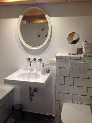 Ferienhaus Alte Deichkate - lässiger Luxus und echtes Landleben direkt an der Nordsee - Badezimmer Erdgeschoß