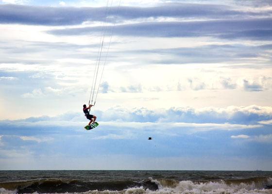 Die Weltbesten Kiter kommen immer wieder gerne nach SPO für ihr Training, für Weltcuppunkte oder einfach um sich mit der Szene zu treffen
