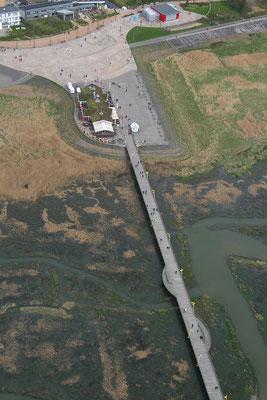 Sankt Peter-Ording aus der Luft - die Brücke im Ortsteil Bad